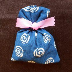 竹炭巾着(紺×白)
